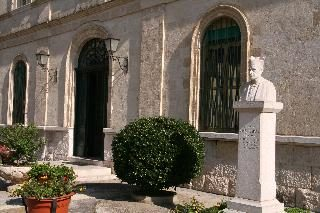Entrata Biblioteca Sant'Annibale Maria Di Francia - Trani
